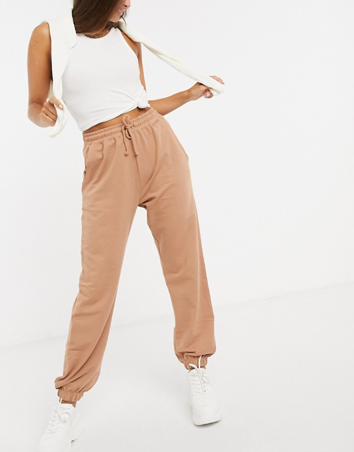 """<h3>Asos</h3><br><strong>Dates: </strong>Limited time<br><strong>Sale: </strong><a href=""""https://www.asos.com/us/women/sale/cat/?cid=7046&ctaref=globalbanner