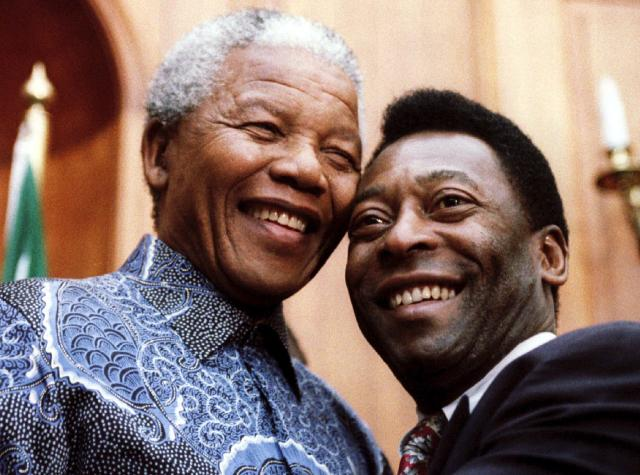 South African President Nelson Mandela (L) and Brazilian Sport Minister and former soccer player Pele smile for photographers at the Union Buildings in Pretoria, in this file picture taken March 24, 1995. Mandela has passed away on December 5, 2013 at the age of 95. REUTERS/ Juda Ngwenya/Files (SOUTH AFRICA - Tags: POLITICS OBITUARY SPORT SOCCER)