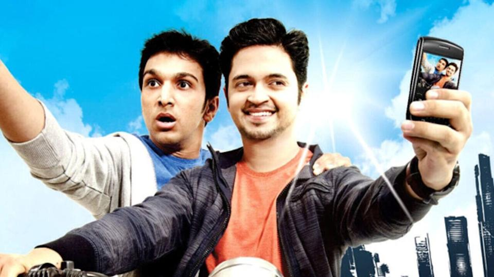 Pratik Gandhi and Divyang Thakkar in a still from 'Bey Yaar' (Photo: HuffPost India )