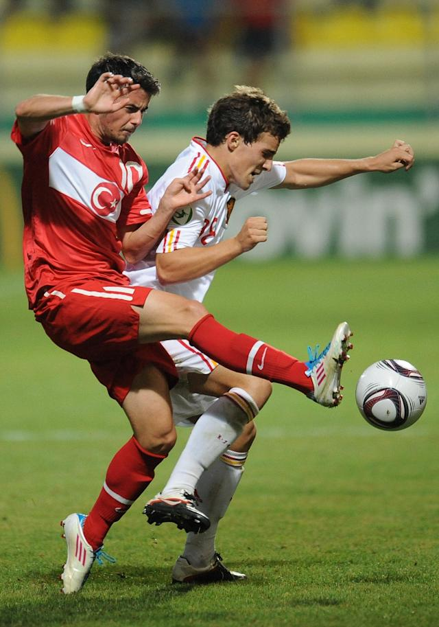 Muniz Gallego (R) of Spain vies for the ball with Engin Bekdemir (L) of Turkey during football final tournament of UEFA European Under-19 Championship 2010/2011 in Chiajna village next to Bucharest July 26, 2011. Turkey won 3-0. AFP PHOTO/DANIEL MIHAILESCU (Photo credit should read DANIEL MIHAILESCU/AFP/Getty Images)