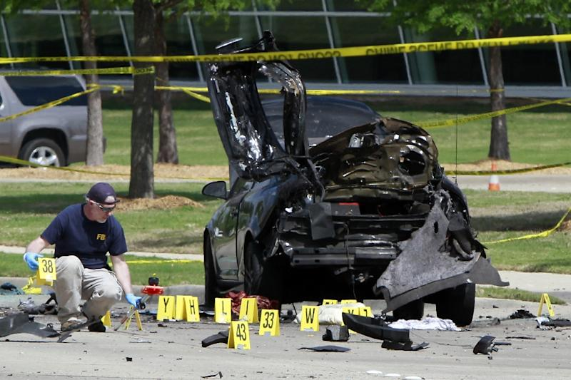 Members of the FBI Evidence Response Team investigate the crime scene outside of the Curtis Culwell Center after a shooting occurred the day before in Garland, Texas, May 4, 2015 (AFP Photo/Ben Torres)