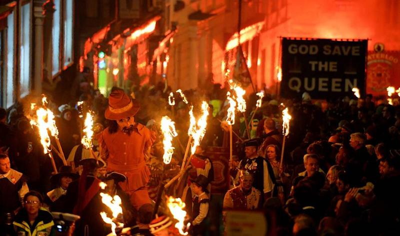 what is guy fawkes night a guide to nov 5 bonfire night in britain