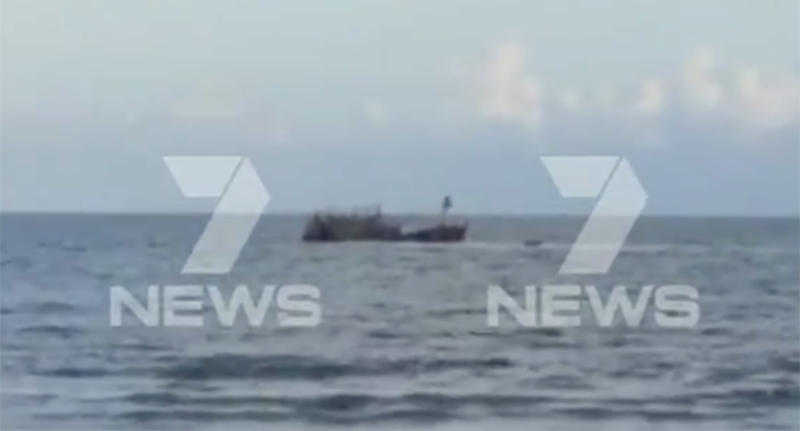 Australia: Illegal boat runs into crocodile-infested waters