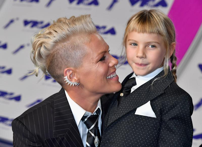 INGLEWOOD, CA - AUGUST 27: Pink and Willow Sage Hart attend the 2017 MTV Video Music Awards at The Forum on August 27, 2017 in Inglewood, California. (Photo by Jeff Kravitz/FilmMagic)