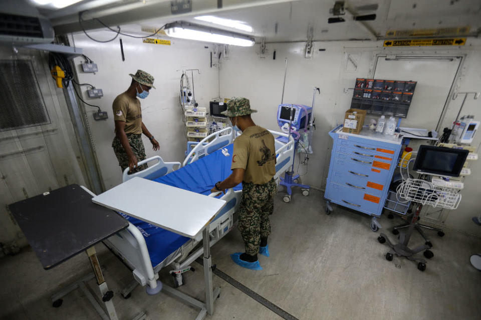 Armed Forces personnel set up a bed in the Field ICU to combat the surge of Covid-19 cases here at the Kepala Batas Hospital, May 21, 2021. — Picture by Sayuti Zainudin
