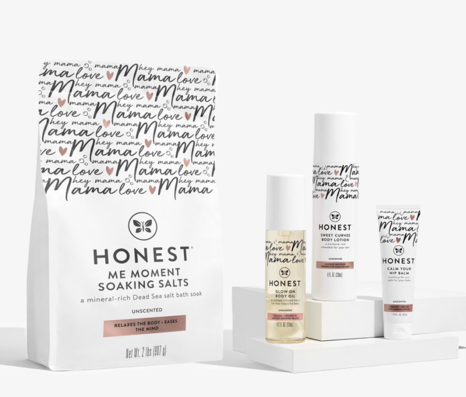 """<p><strong>Honest</strong></p><p><strong>$60.00</strong></p><p><a href=""""https://go.redirectingat.com?id=74968X1596630&url=https%3A%2F%2Fwww.honest.com%2Fgifts%2Fhonest-mama-beyond-the-bump-kit%2FH0169POB0000S.html&sref=https%3A%2F%2Fwww.harpersbazaar.com%2Ffashion%2Ftrends%2Fg37039475%2Fgifts-for-new-moms%2F"""" rel=""""nofollow noopener"""" target=""""_blank"""" data-ylk=""""slk:Shop Now"""" class=""""link rapid-noclick-resp"""">Shop Now</a></p><p>This little kit has it all—soaking salts, body oil, ultra-hydrating body lotion, plus safely soothing nip balm.</p>"""