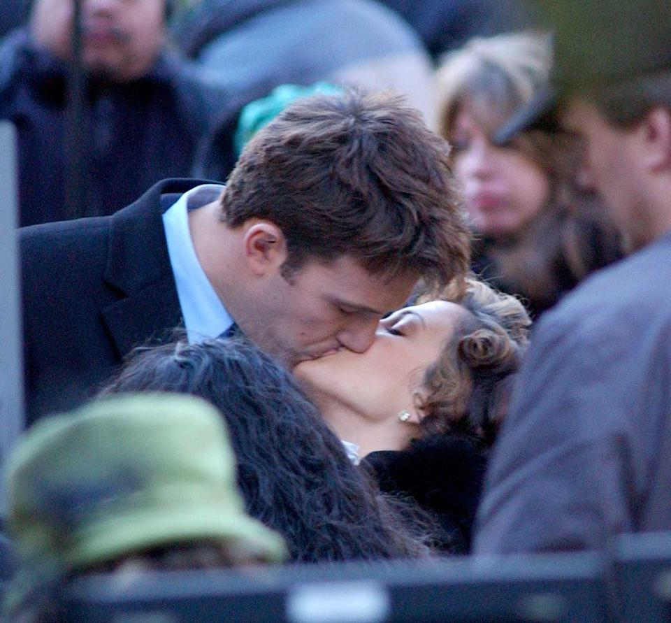<p>Kissing on the set of Jersey Girl. </p>