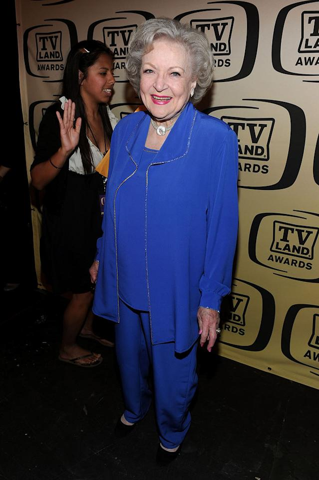 """Betty White (""""Golden Girls"""") arrives at the <a href=""""/the-8th-annual-tv-land-awards/show/46258"""">8th Annual TV Land Awards</a> at Sony Studios on April 17, 2010 in Los Angeles, California. The show is set to air Sunday, 4/25 at 9pm on TV Land."""