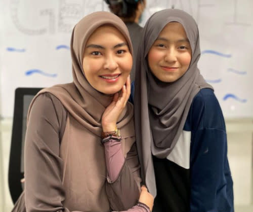 Mia alongside another hijab-wearing artiste Wany Hasrita