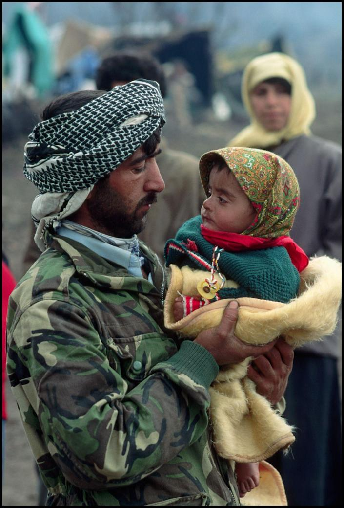 Kurdish refugees, Gulf War, southern Turkey, 1991. (Photograph by Peter Turnley, Bates College Museum of Art; gift of John and Claudia McIntyre)