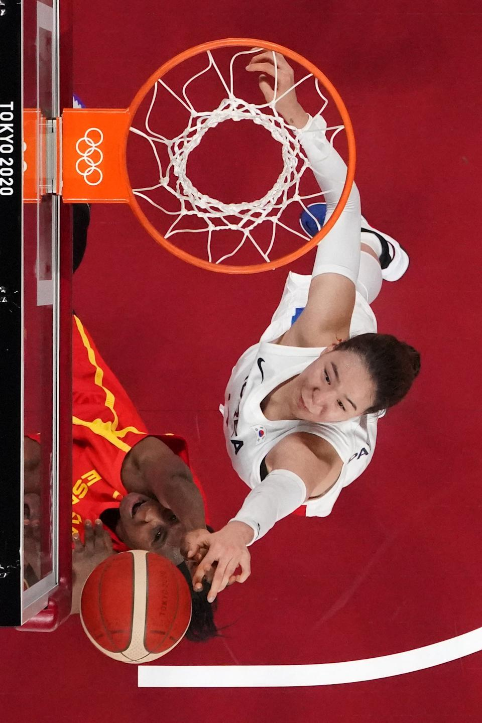 <p>Spain's Astou Ndour (L) and South Korea's Kim Danbi fight for the rebound in the women's preliminary round group A basketball match between South Korea and Spain during the Tokyo 2020 Olympic Games at the Saitama Super Arena in Saitama on July 26, 2021. (Photo by Brian SNYDER / POOL / AFP)</p>