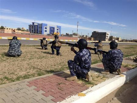Iraqi security forces take their positions during clashes with al Qaeda-linked Islamic State of Iraq and the Levant (ISIL) in the city of Ramadi