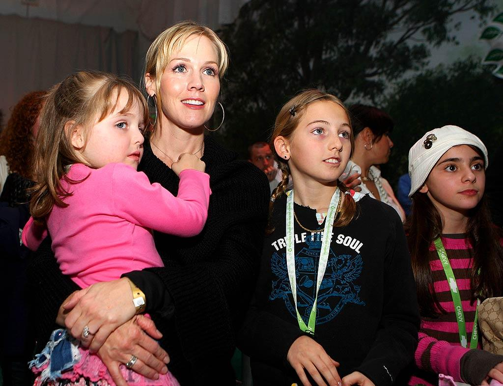 """As the former star of """"Beverly Hills, 90210,"""" Jennie Garth knows what it's like to be a teen idol! Like a good mom, the actress brought her daughters to see their favorite band. John Shearer/<a href=""""http://www.wireimage.com"""" target=""""new"""">WireImage.com</a> - February 19, 2008"""
