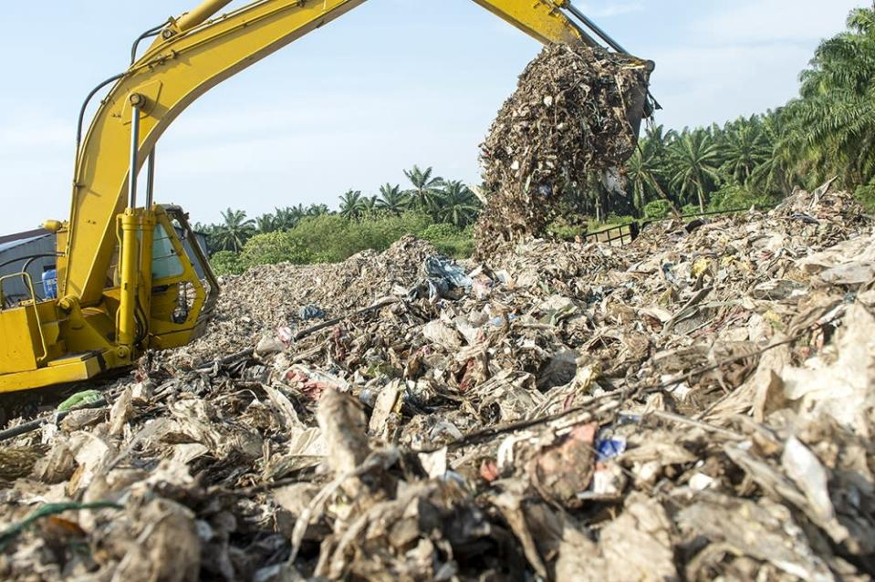 Rozali said all lorries transporting waste to the landfill must have permits from MBSP. — Picture by Mukhriz Hazim