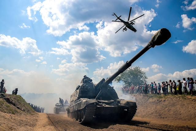 <p>A Msta-S self propelled artillery gun during the Open Water contest between pontoon bridge units at the 2018 International Army Games on the Oka River, Vladimir Region, Russia, Aug. 3, 2018. (Photo: Sergei Bobylev/TASS via Getty Images) </p>