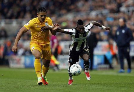 Britain Football Soccer - Newcastle United v Preston North End - Sky Bet Championship - St James' Park - 24/4/17 Newcastle United's Christian Atsu in action with Preston North End's Bailey Wright Mandatory Credit: Action Images / Lee Smith Livepic
