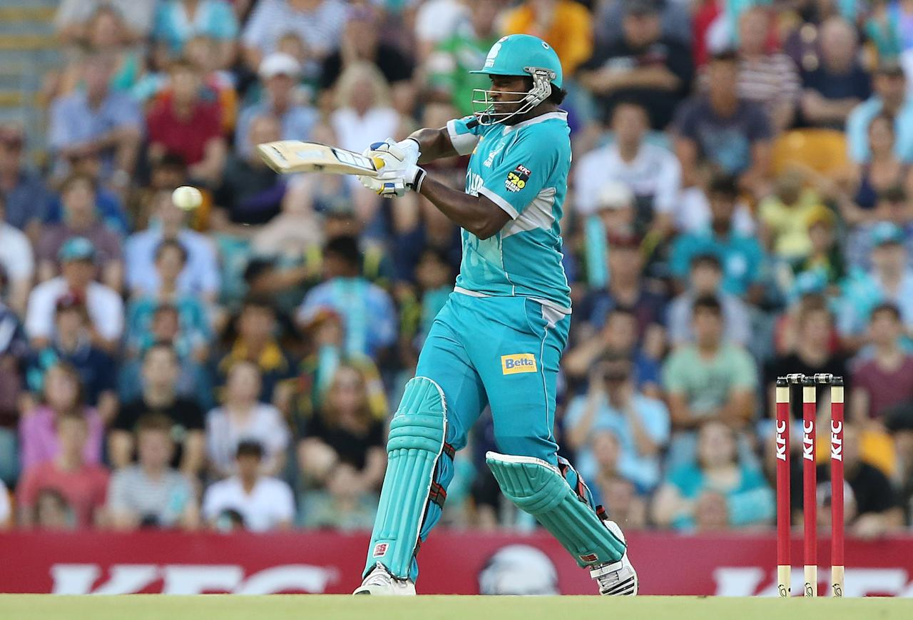 BRISBANE, AUSTRALIA - DECEMBER 09:  Thisara Perera of the Heat bats during the Big Bash League match between the Brisbane Heat and the Hobart Hurricanes at The Gabba on December 9, 2012 in Brisbane, Australia.  (Photo by Chris Hyde/Getty Images)