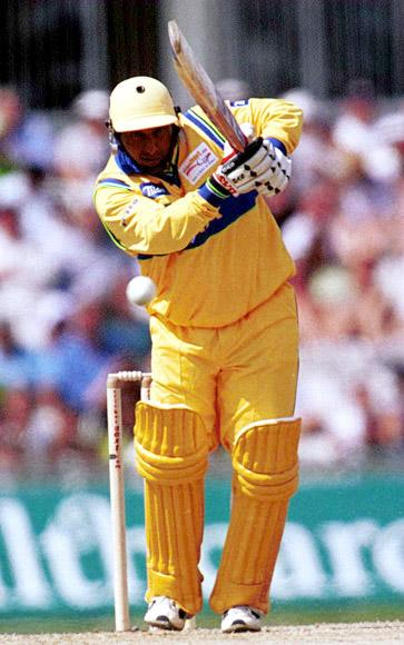 29 Jul 2000:  Aravinda de Silva of Asia on his way to 35 before being caught and balled by Chris Cairns of the Rest of the World during the match between Asia and the Rest of the World for the CricketNext.com Cup at the Foster's Oval, London. Mandatory Credit: Adrian Murrell/ALLSPORT