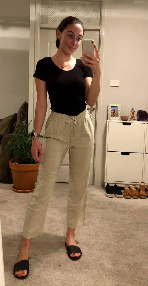Aldi's $17 linen/viscose pants are a hit with shoppers. Photo: Instagram/annaswholesomehome (supplied).