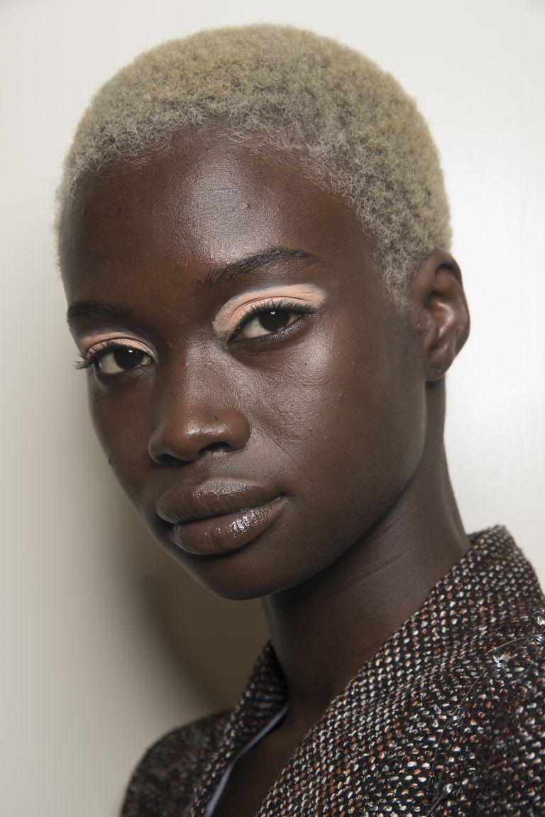 <p>Glossy lips and a matte acid-peach eye is our new favorite unexpected makeup combo-as seen at Peter Pilotto.</p>
