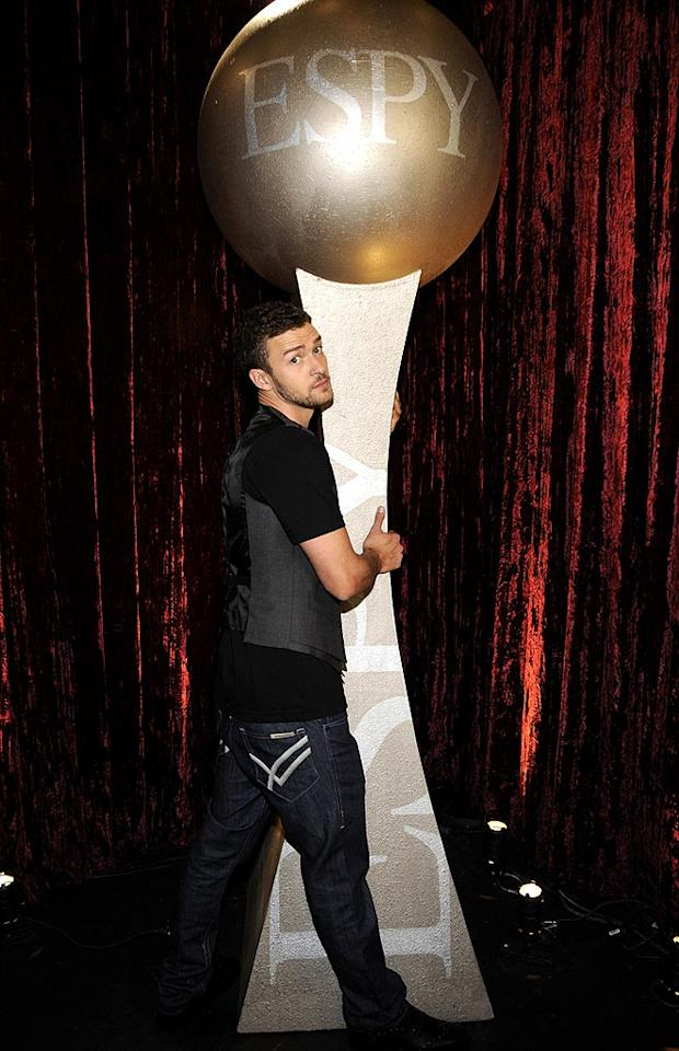 "The evening's emcee Justin Timberlake cozied up to an award he'll probably never win ... unless he puts his music career on the back burner and that golf game of his gets a little bit better! Kevin Mazur/<a href=""http://www.wireimage.com"" target=""new"">WireImage.com</a> - July 16, 2008"