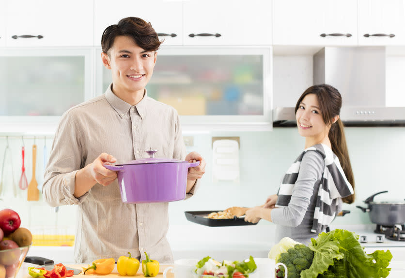 sustainable eating, couple in the kitchen