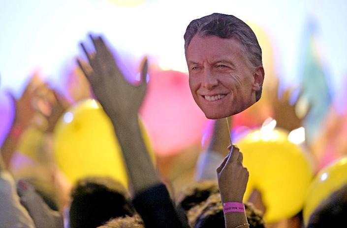 A supporter holds a portrait of Mauricio Macri at his party's headquarters in Buenos Aires, on November 22, 2015 (AFP Photo/Juan Mabromata)