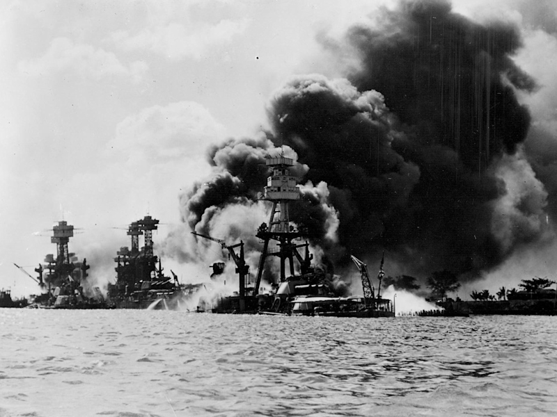 pearl harbor, december 7, 1941, battleships on fire