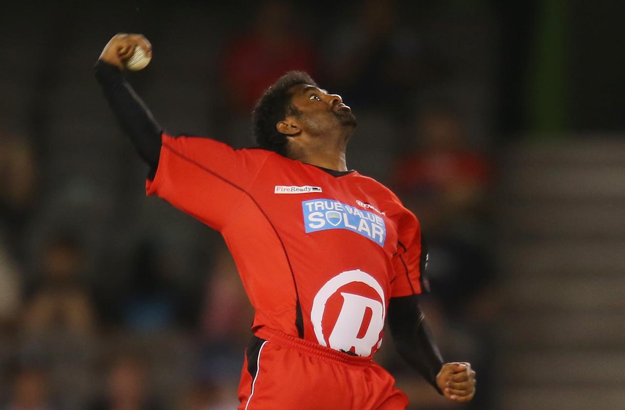 MELBOURNE, AUSTRALIA - DECEMBER 19:  Muttiah Muralitharan of the Renegades bowls during the Big Bash League match between the Melbourne Renegades and the Hobart Hurricanes at Etihad Stadium on December 19, 2012 in Melbourne, Australia.  (Photo by Scott Barbour/Getty Images)