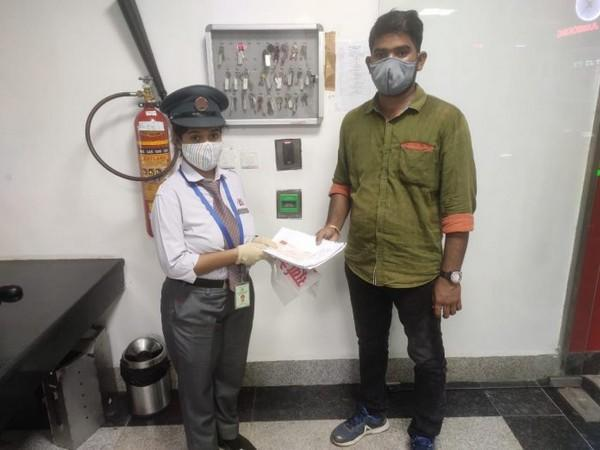 Lucknow Metro returns lost bag containing a DD of RS 5.32 lakhs
