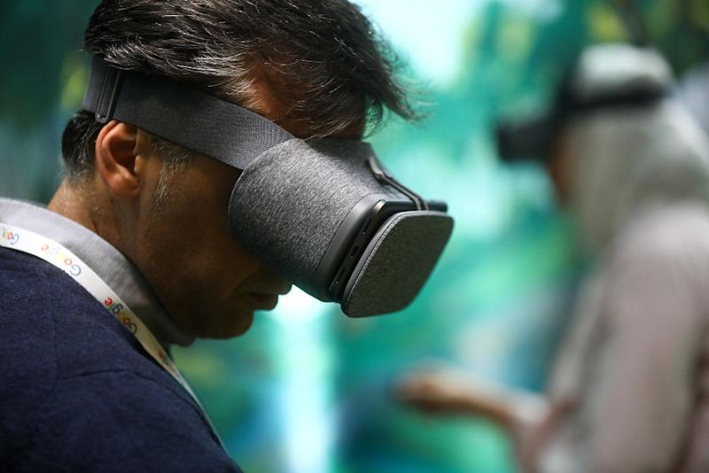 Google develops standalone VR headsets