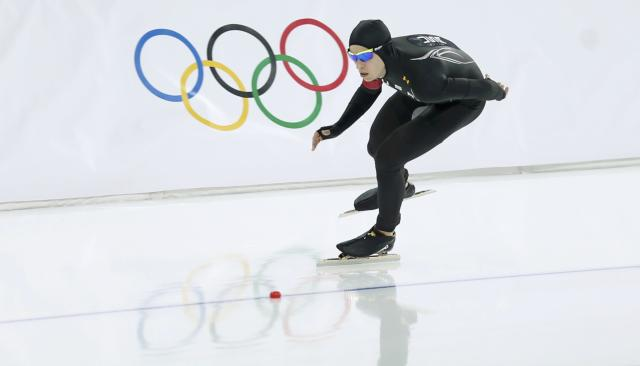 Patrick Meek of the U.S. skates during the men's 5,000m speed skating race at the Adler Arena during the 2014 Sochi Winter Olympics February 8, 2014. REUTERS/Issei Kato (RUSSIA - Tags: OLYMPICS SPORT SPEED SKATING)