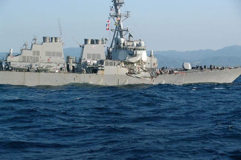 Damaged guided missile destroyer USS Fitzgerald is seen after colliding with a Philippine-flagged container ship on June 17, 2017 (AFP Photo/-)