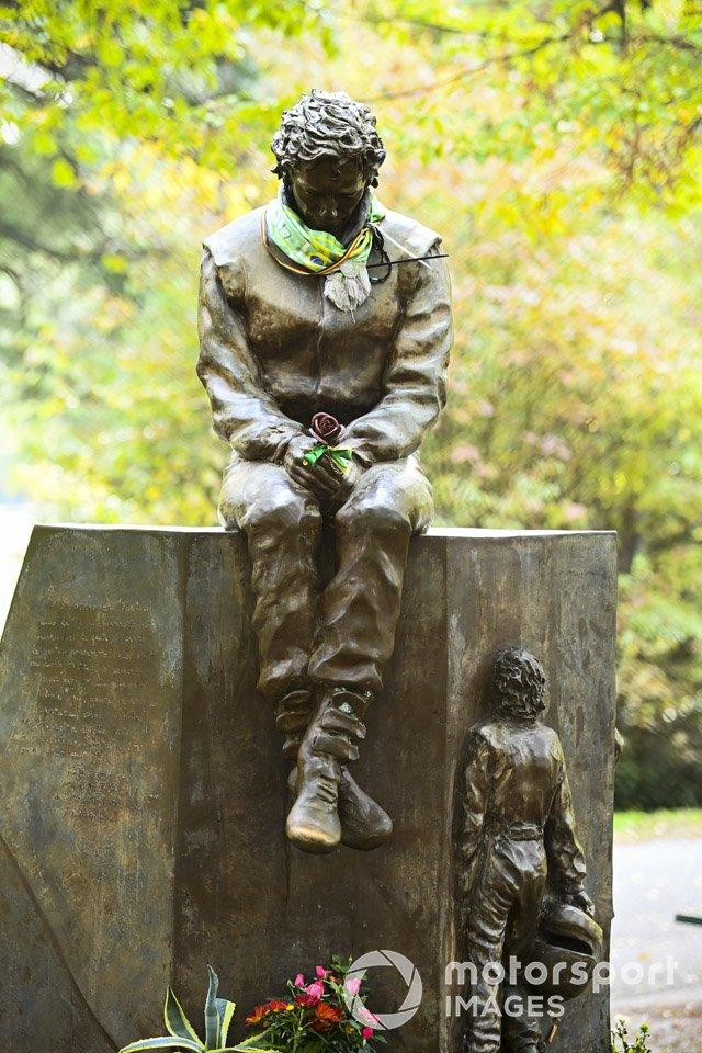 """A tribut statue to Ayrton Senna<span class=""""copyright"""">Mark Sutton / Motorsport Images</span>"""