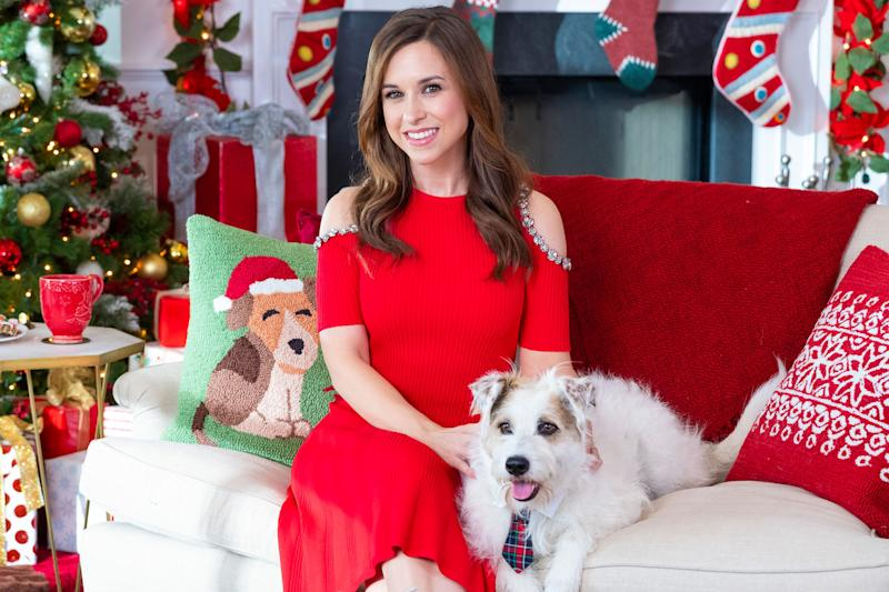 Christmas In July Hallmark.Watch An Exclusive Look At Hallmark Channel S Christmas In July
