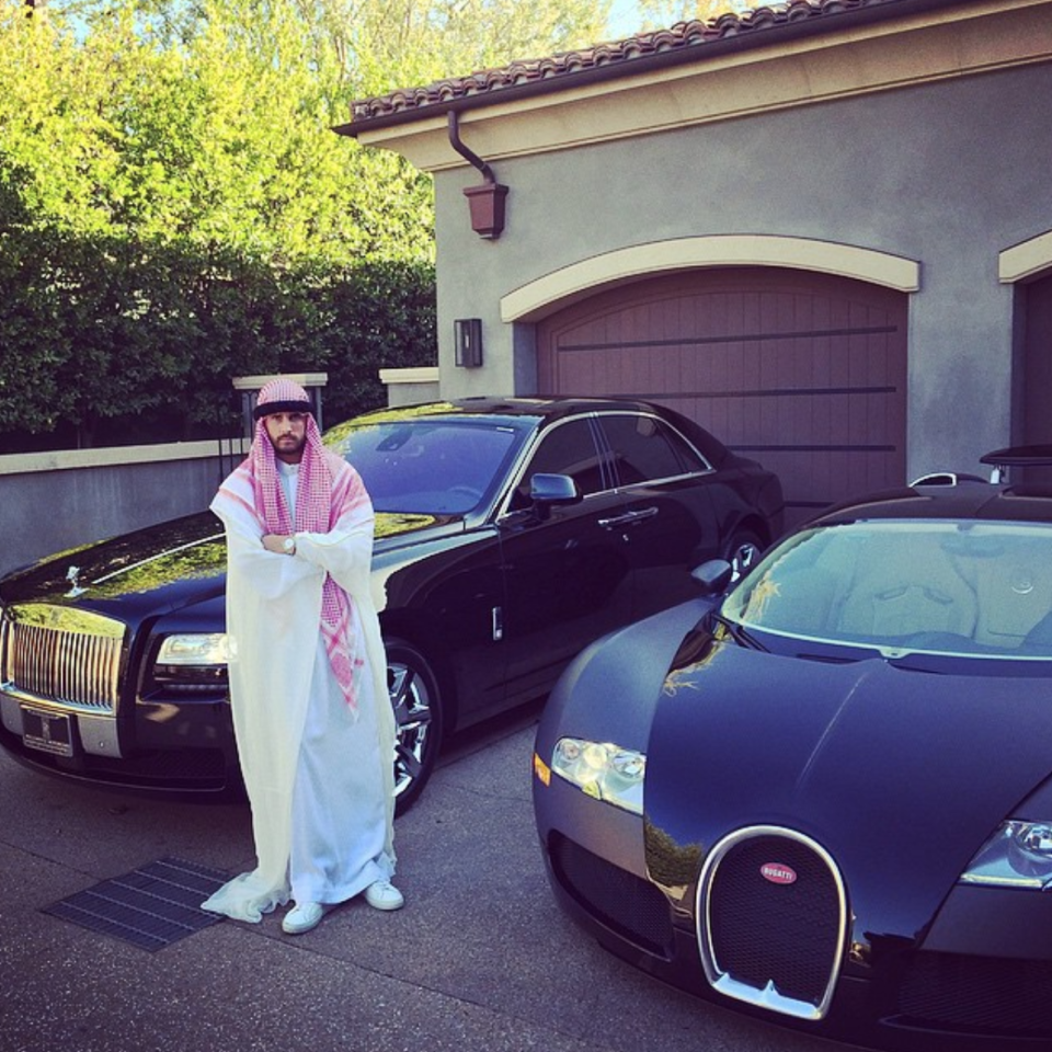 """<p>The famously unapologetic Scott Disick offended the Arab community by dressing up as a sheik in 2014. Khloe Kardashian offended them even more by posting an <a href=""""https://www.instagram.com/p/u12jS5BRod/"""" rel=""""nofollow noopener"""" target=""""_blank"""" data-ylk=""""slk:Instagram"""" class=""""link rapid-noclick-resp"""">Instagram</a> of Scott, captioned """"Sheik Pussy"""".<br><i>[Photo: Instagram/letthelordbewithyou]</i> </p>"""