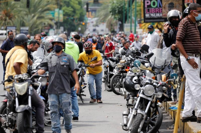 Long lines, confusion as Venezuela sells Iranian fuel under new price system
