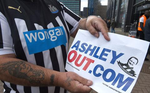 Newcastle fans want Mike Ashley to sell - Credit: PA