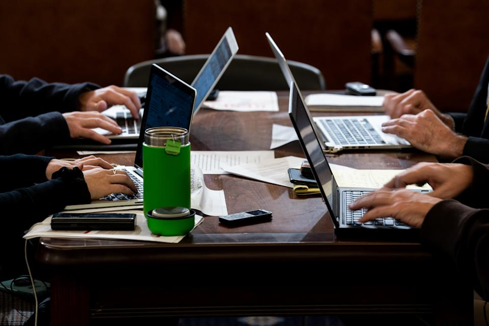Office workers (Photo: Erin Schaff-Pool/Getty Images)