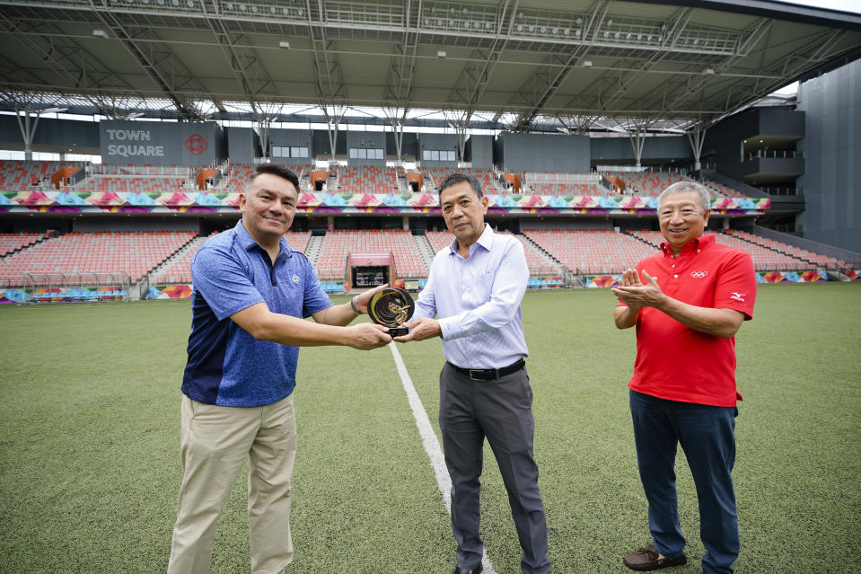 "Our Tampines Hub senior director Suhaimi Rafdi (left) receives the 2019 IOC Trophy ""Sport and Sustainable Architecture"" from SNOC secretary-general Chris Chan (centre) and IOC vice-president Ng Ser Miang."