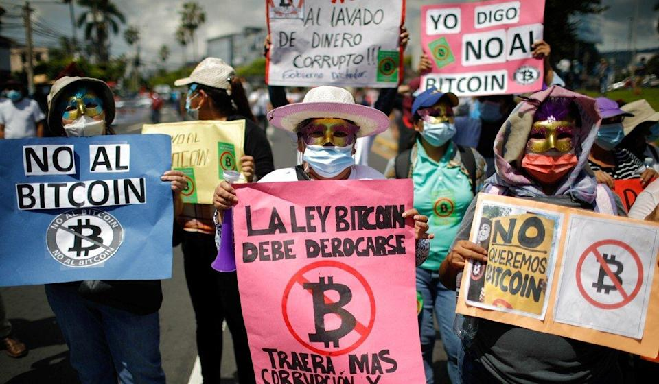 El Salvadorians protest in the capital San Salvador against the adoption of bitcoin as legal tender on September 7. Photo: Reuters