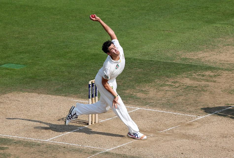 LONDON, ENGLAND - AUGUST 23:  Mitchell Starc of Australia bowls during day three of the 5th Investec Ashes Test match between England and Australia at the Kia Oval on August 23, 2013 in London, England.  (Photo by Richard Heathcote/Getty Images)