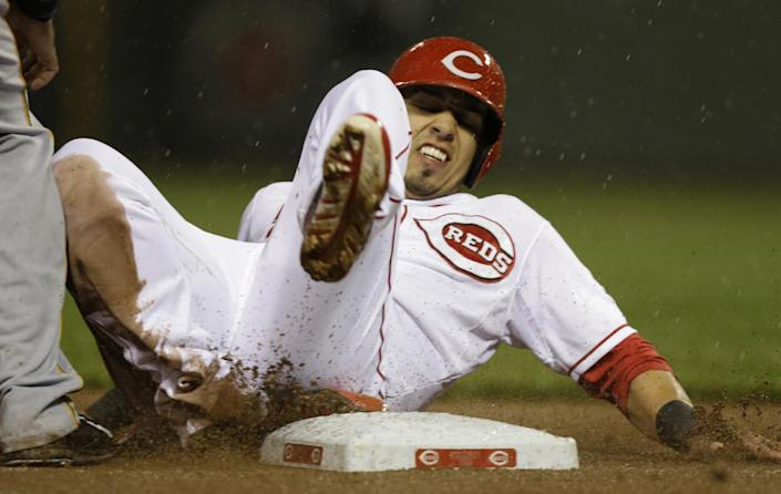 Cincinnati Reds' Neftali Soto advances to third on a sacrifice fly by Billy Hamilton in the fifth inning of a baseball game against the Pittsburgh Pirates, Monday, April 14, 2014, in Cincinnati. (AP Photo/Al Behrman)