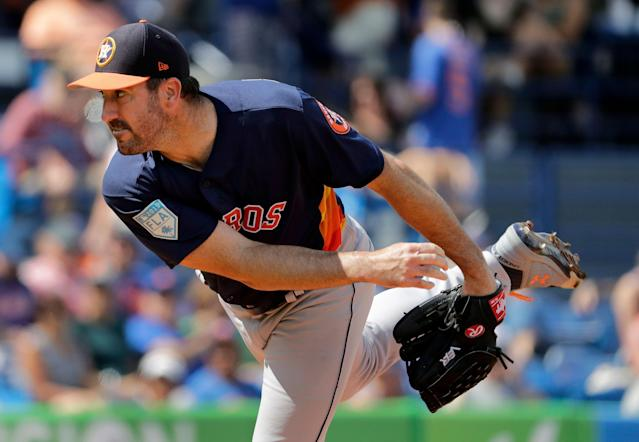 Justin Verlander reportedly agrees to extension with Astros. (AP Photo/Jeff Roberson)