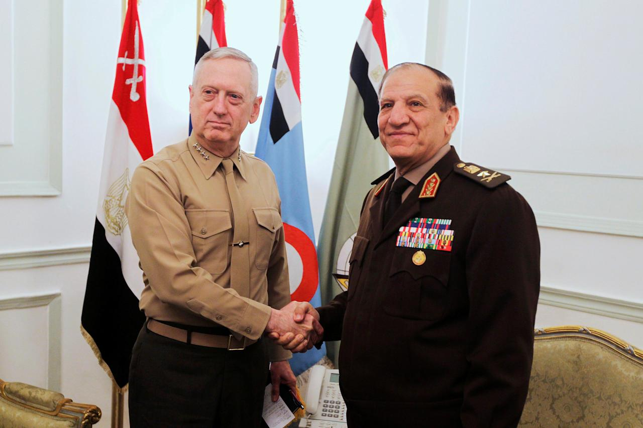 FILE PHOTO - Egypt's Chief of Staff of the Armed Forces Sami Anan (R) shakes hands with the U.S. Commander of the Central Command James Mattis during a meeting in Cairo, Egypt March 29, 2011. REUTERS/Khaled Desouki/Pool/File Photo