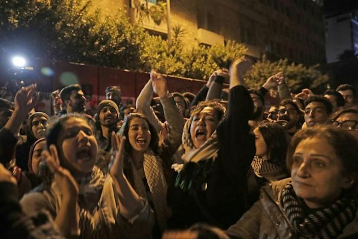 Lebanese demonstrators chant slogans against informal capital controls in front of the central bank in Beirut (AFP Photo/ANWAR AMRO)