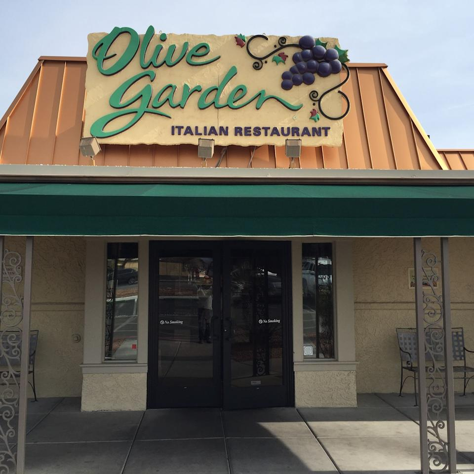 18 secrets olive garden employees want you to know - Olive garden online reservations ...