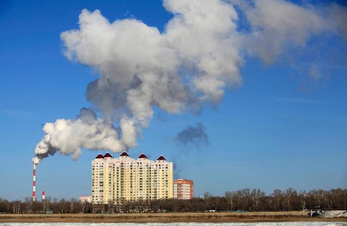 Smoke belches from a heating factory chimney in Heihe, in northeastern China's Heilongjiang province (AFP Photo/)