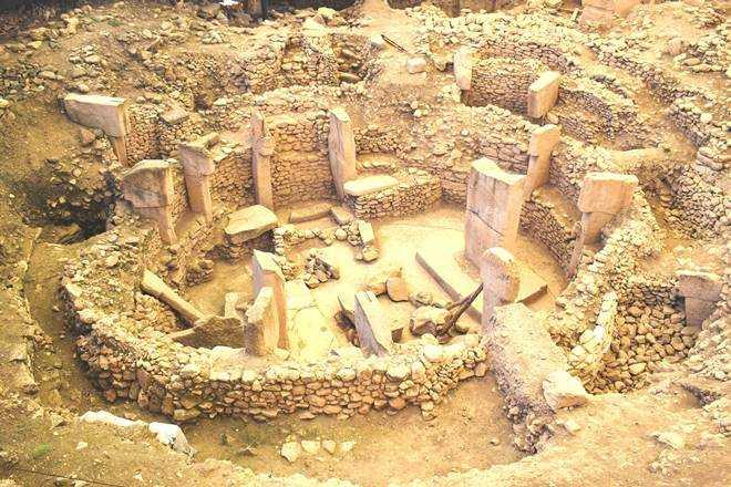 oldest temple in the world, turkey tourism, GöbekliTepe in Turkey, neolithic temple, pre-historic humans, pre-historic religion