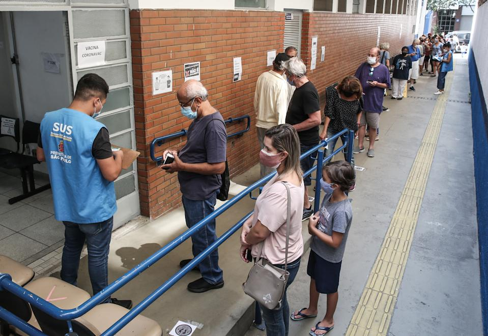 SAO PAULO, BRAZIL - MARCH 15: Senior citizens queue to receive the coronavirus vaccination shot at a vaccination post in the Santa Cecilia Basic Health Unit on March 15, 2021 in Sao Paulo, Brazil. The state of Sao Paulo started to immunize citizens aged between 75 and 76 years old. Health authorities announced they expect to vaccinate 420,000 people within this phase and should reach the milestone of 4 million vaccinated people today. Brazil has over 11.400,000 confirmed positive cases of coronavirus and has over 278,000 deaths. (Photo by Alexandre Schneider/Getty Images)